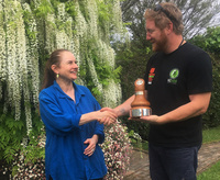 Raoni Hammer (NZ Arb Rep) presenting Helen with the award